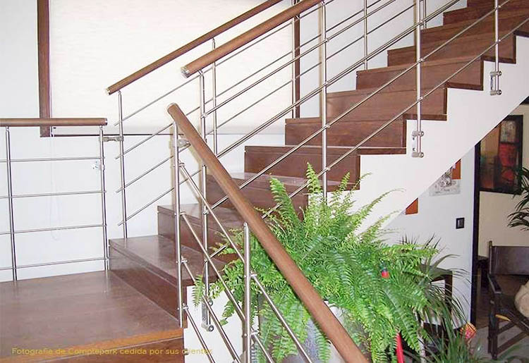 Escalera de madera maciza de SUCUPIRA2