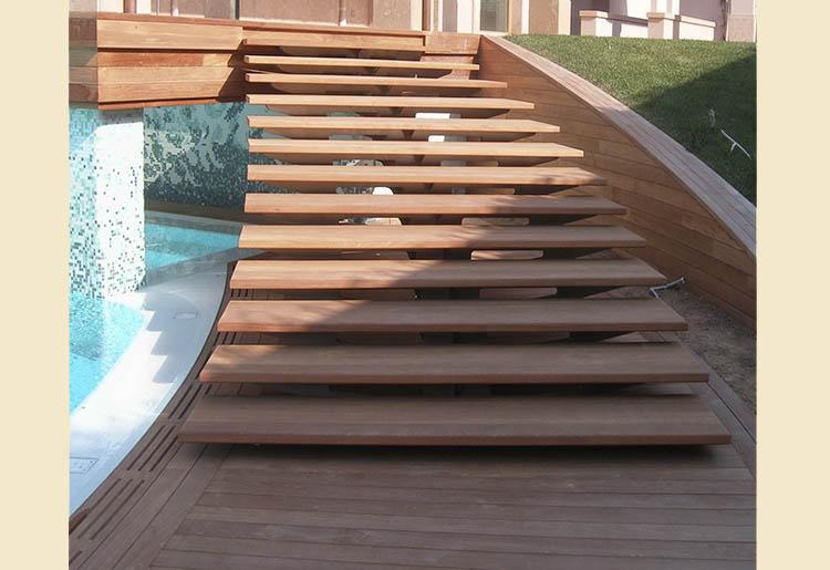 Escalera en madera maciza de teka2